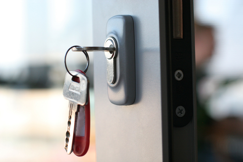 what knowledge is required to become a locksmith
